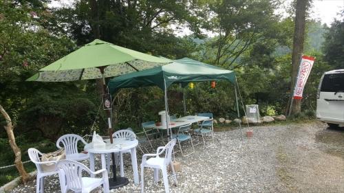糸の里山_テーブルと椅子