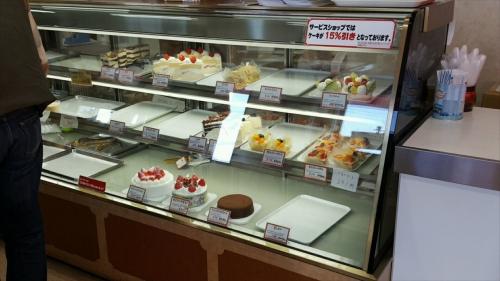 マロンドサービスショップ_ケーキのショーケース