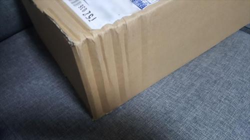 佐川急便で届いたお米の箱