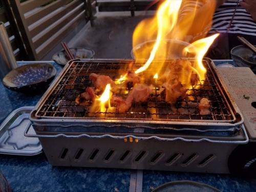 炙りや_ホルモン焼き炎上