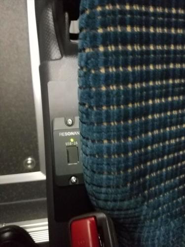 小湊バス_USBコンセント通路側