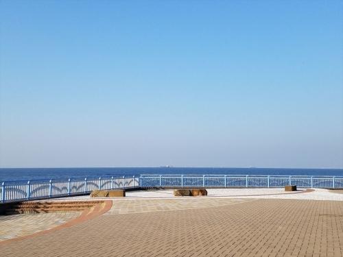 袖ケ浦海浜公園_海沿いのベンチ