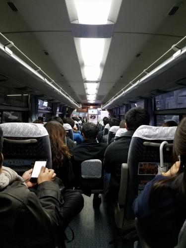 雪の日_バス満席
