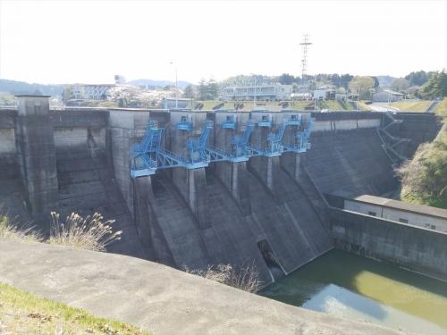 亀山ダム_下流側