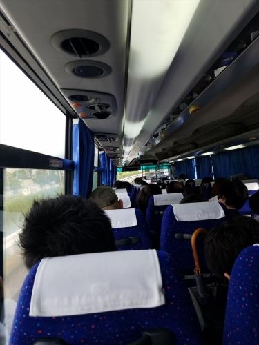 東京行_朝のバス車内201805