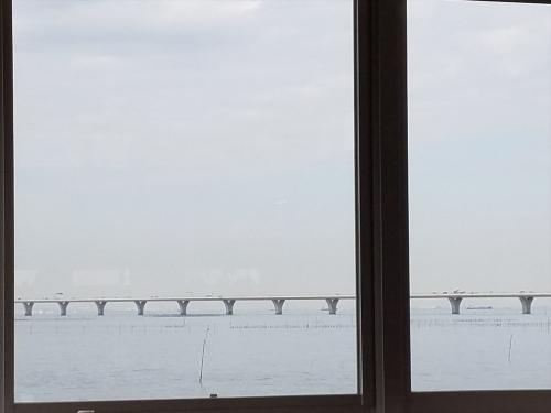 舫い船_窓からの眺め
